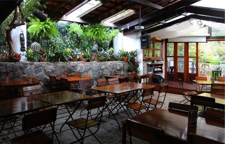Onde almoçar no Dia das Mães em Embu das Artes?