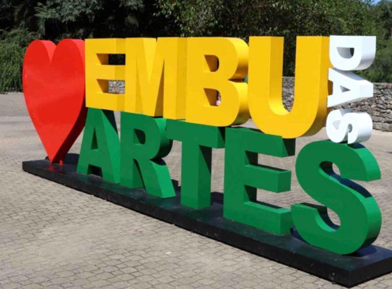 Onde fica a famosa escultura de Embu das Artes?
