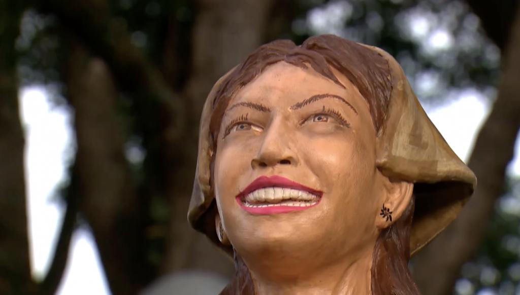 Serafina Nordestina de Helaine Malca - Esculturas na Praça - embudasartes.net - Tudo sobre Embu das Artes