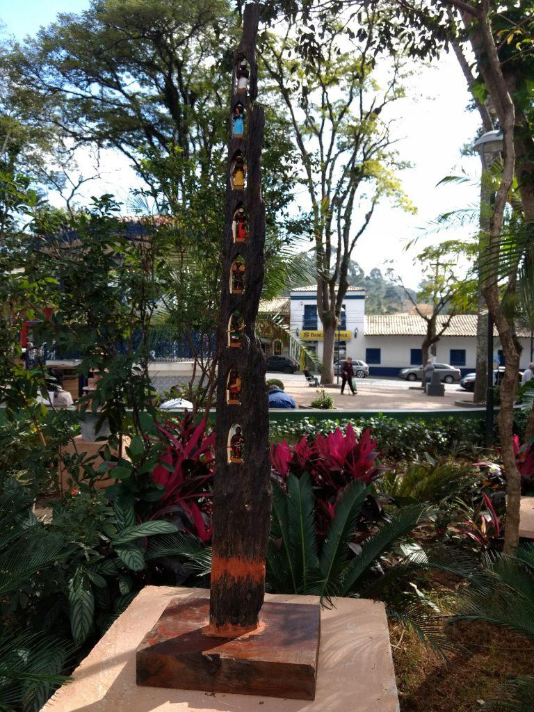 Tributo aos Orixás de Marcos Roberto - Esculturas na Praça - embudasartes.net - Tudo sobre Embu das Artes