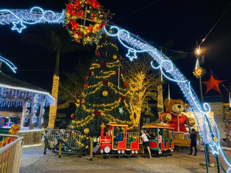 Lindo! Veja como está o Natal Iluminado de Itapecerica da Serra
