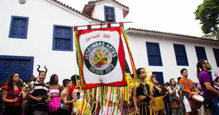 Bloco Desbundas Artes anima a cidade em pleno carnaval