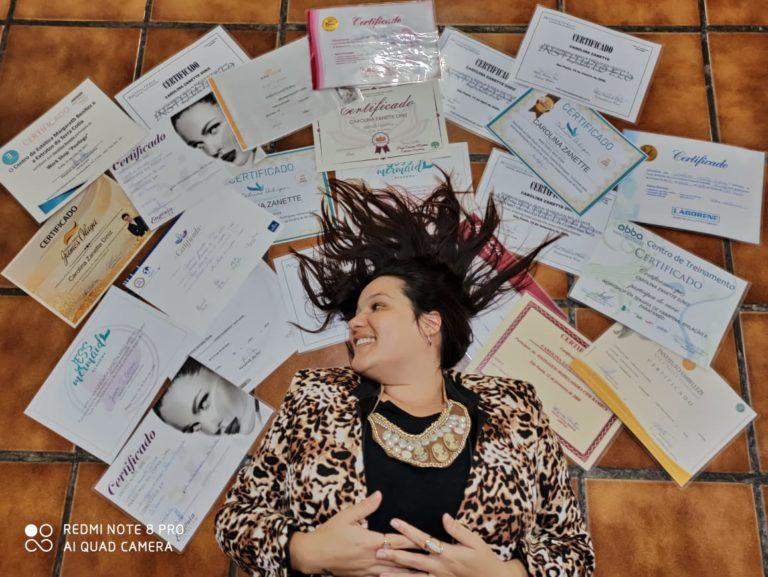 Com 25 certificados e 13 anos de carreira, Carol Zanette é esteticista de sucesso em Embu das Artes